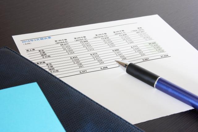 ペンと資料イメージ